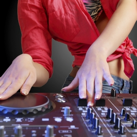 · DJ ·